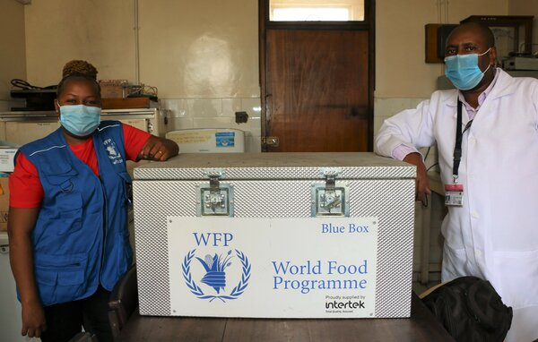 WFP has donated 29 mini-labs to 9 Counties in Kenya, enabling public health officers to sample, grade and test food for toxins such as aflatoxin. Photos: WFP