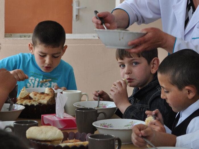 children eating, Armenia