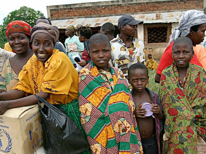 Food distribution in Kabezi, Burundi