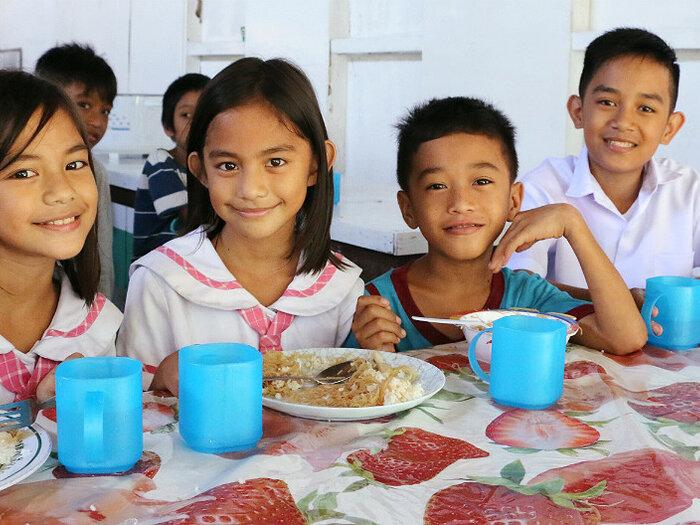 kids having their school meals