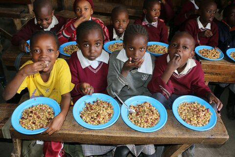 Ugly vegetables destined for the dump are now helping to feed thousands of schoolchildren in Kenya