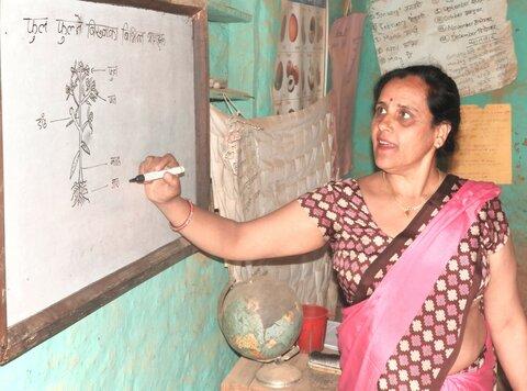 Nepal: WFP laptops charge hopes among girls returning to school
