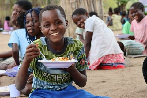 How school feeding is keeping children in classes in disaster and conflict-affected areas in Mozambique