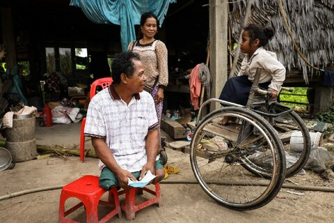 In Cambodia, people with disabilities receive WFP assistance following floods