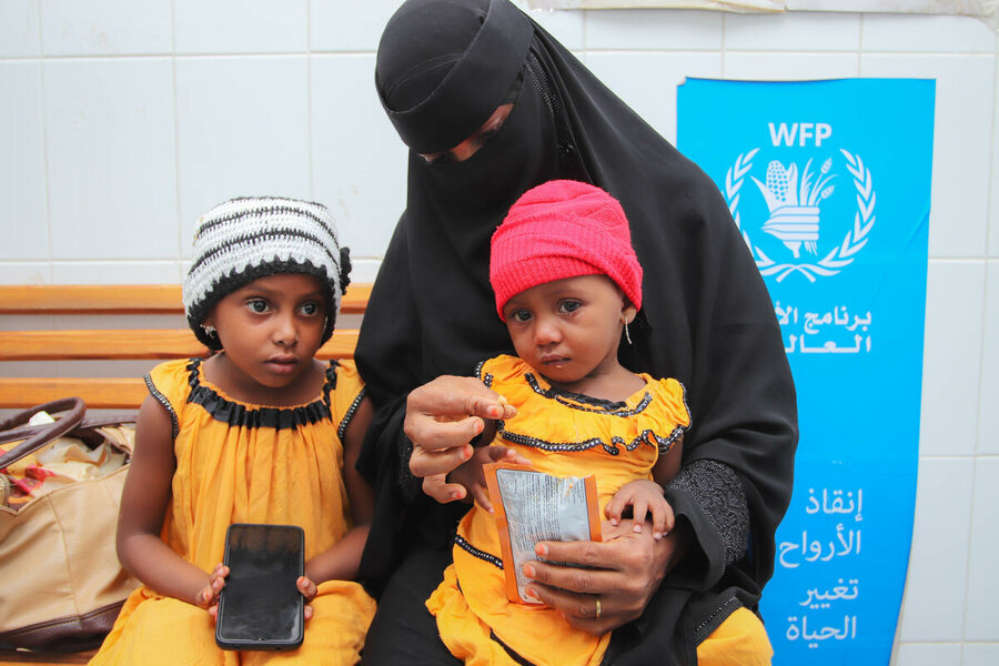 A mother and her children in a WFP-supported clinic in Aden in October. Photo: WFP/Alaa Noman