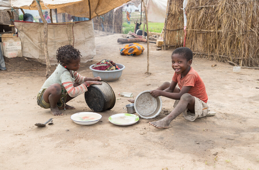 Children play with pots and pans in 25 de Junho
