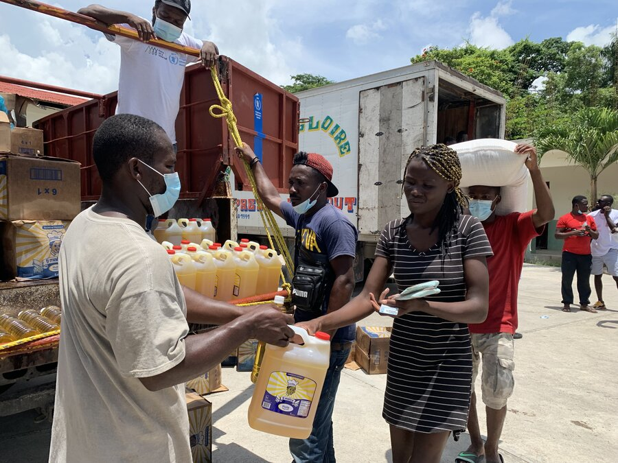 Food distribution at Camp Perrin_marianela gonzalez