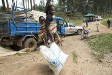 Photo: UN/Martine Perret, WFP Food distribution in Butembo