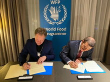 WFP's Executive Director David Beasley and Dr. Bandar Hajjar, President of the IsDB Group, signed a MoU in Davos, Switzerland. Photo: WFP/ Photogallery.