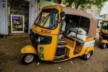 Nigeria and WFP pioneer use of rickshaws and boats to get food and cash to coronavirus-affected city hotspots