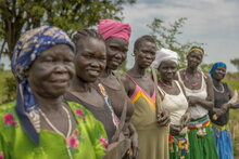 Photo: WFP/ Giulio D'Adamo, women working in the fields in Gondokoro County, Jubek State, South Sudan.