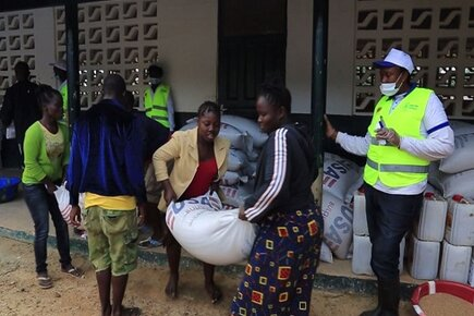 WFP Food Distributions in Quarantined Areas Help Prevent Spread of Ebola (For the Media)