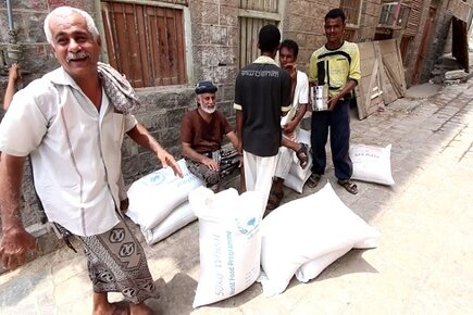 WFP Begins Distributions in War-Torn Districts of Aden (For the Media)