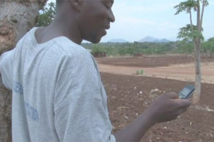 Poor Malawi Farmers Receive Cash Through Mobile Phone