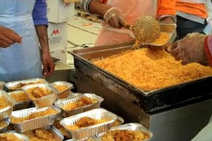 Hot meals at Tunisian-Libyan border