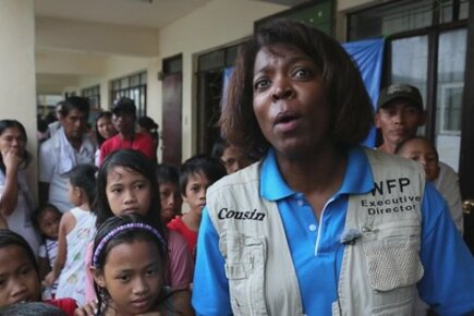 WFP Executive Director Meets Survivors Of Typhoon Haiyan