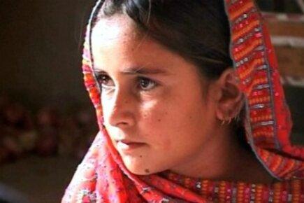Pakistan Flood Victims A Year Later: School Feeding In Rajanpur