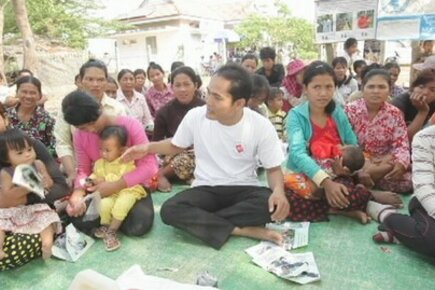 Cambodian Mothers Thank Malaysia