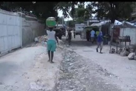 Haiti: Rubble Removal Project Managed by a Women's Association